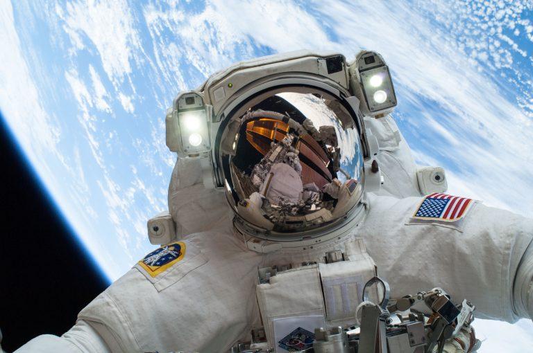 Astronaut_Space_Inlea